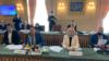 یوگنی ینین، سرپرست هیئت مذاکرهکنندگان اوکراینی، و همکارانش در تهران
