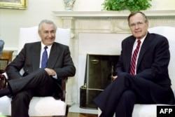 Ante Marković 1989. u Vašingtonu sa tadašnjim predsednikom Sjedinjenih Američkih Država Džoržom Bušom