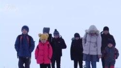 Нарын: В зимнюю стужу школьники пешком добираются до школы