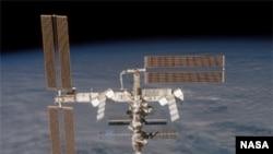 Oliqarx 12 sutkanı kosmosda keçirəcək. O, əvvəlcə Beynəlxalq Kosmik Stansiyanı ziyarət edəcək