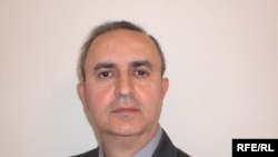 فرهاد ثابتان، استاد اقتصاد دانشگاه ايالتی کاليفرنيا و از مسئولان مطالعات و مسائل حقوق بشر جامعه جهانی بهايی.