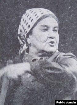 Лідзія Ржэцкая ў ролі цёці Каці («Хто сьмяецца апошнім» Кандрата Крапівы)