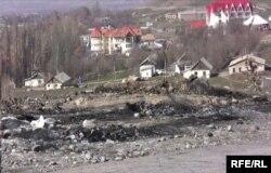 Апат салдарынан екі адаммен қоса Медет Садырқұлов жанып кеткен делінетін автокөліктің қаңқасы табылған жер. 13 наурыз 2009 ж.