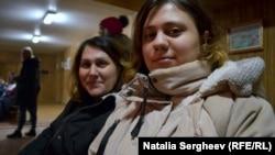 Elena și Mihaela Albot (dreapta)