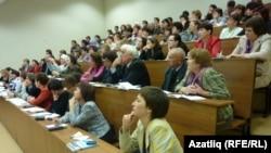 Татар теле һәм әдәбияты укытучылары семинарларының берсе (архив фотосы)