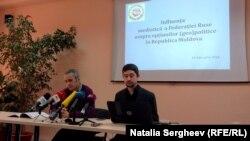 Vasile Cantarji (stânga) şi Valeriu Paşa, în conferinţa de presă la care a fost prezentat studiul