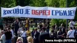 """Protest desničarskih pokreta """"Naši"""", """"Dveri"""", """"Zavetnici"""" i """"Obraz"""" ispred Skupštine Srbije, Beograd, 26. april 2013."""