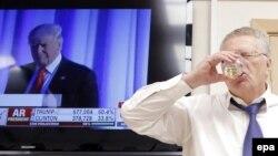 Председатель Либерально-демократической партии России Владимир Жириновский пьет за победу Дональда Трампа на выборах президента США. Москва, 9 ноября 2016 года.