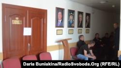 Самооборонці чергують біля зали засідань