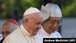 Папа римский Франциск и президент Мьянмы Тхин Чжо