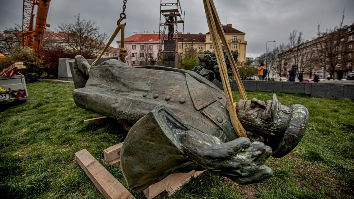 Prague Removes Statue of Soviet-Era Commander, Angering Russia