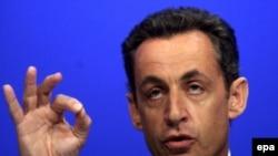 نيکولا سرکوزی، وزير کشور فرانسه نيز گفت، افرادی که طی روزهای سه شنبه و چهارشنبه بازداشت شدند، از ميان جوانان مسلمان فرانسوی، ستيزه جو، برای جنگ عليه نيرو های بين المللی در عراق استخدام می کردند.