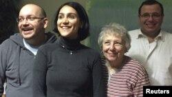 جسیون رضائیان پس از آزادی با خانواده اش در آلمان
