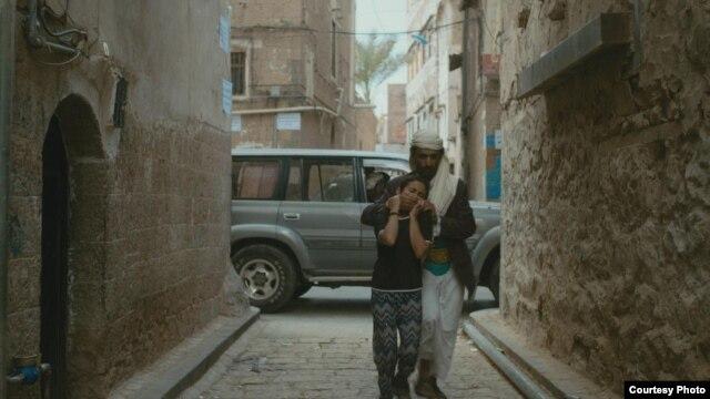 صحنهای از فیلم «من نجوم هستم؛ ده ساله و مطلقه»