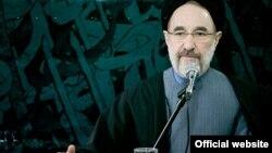 بنابر اعلام رسمی مقامهای بلندپایه قوه قضائیه٬ محمد خاتمی٬ «ممنوع التصویر»، «ممنوع البیان» و «ممنوع الخروج» شده است.