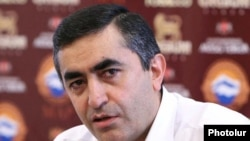 Armenia -- Armen Rustamian, a leader of the Armenian Revolutionary Federation, at a news conference, 31Aug 2010.