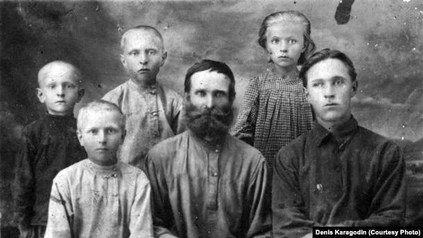 Прадед Дениса Карагодина Степан Карагодин и его семья