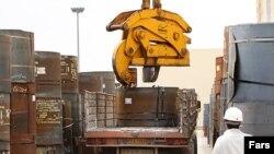 Iran – A worker (labor) in steel factory in Ghom, Apr2011