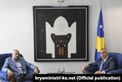 Foto nga takimi ndërmjet Haradinajt dhe Radoiçiqit në Qeverinë e Kosovës.
