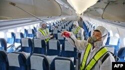 Санитарная обработка самолета в аэропорту Сеула