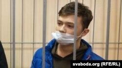 Микита Золотарьов (Мікіта Залатароў,) на лаві підсудних у Гомелі, Білорусь. 22 лютого 2021 року