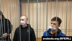 16-гадовага Мікіту Залатарову (справа) 22 лютага асудзілі на 5гадоў выхаваўчай калёніі «заўдзел умасавых беспарадках». Ухлопца эпілепсія, ённеаднаразова заяўляў, што яго б'юць, аўСІЗА недавалі лекаў.