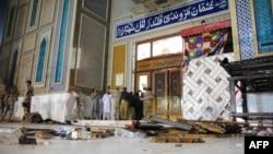 У места нападения в усыпальнице Лал Шахбаз Каландар в городе Сехван-Шариф в пакистанской провинции Синд. 16 февраля 2017 года.