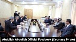 د تاجکستان د پارلمان له رئیس سره د عبدالله عبدالله لیدنه. ډسمبر 21 2020