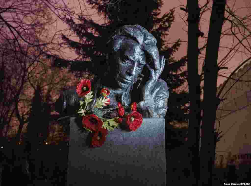 Бюст советского композитора Рейнгольда Глиэра.