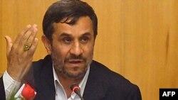 محمود احمدی نژاد در نشست روز یکشنبه هیئت وزیران پس از دو هفته خانه نشینی