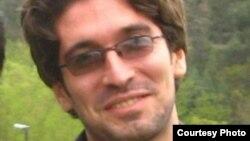 آرش صادقی، دانشجوی زندانی.