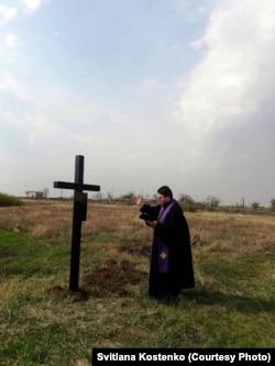 Освячення хреста на честь засновників поселення Вільгельмсталь. Село Василівка, Миколаївщина, 14 квітня 2018 року