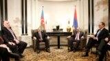 Ermenistanyň premýer-ministri Nikol Paşinýan bilen Azerbaýajanyň prezidenti Ylham Aliýew Wenanda duşuşdy. 29-njy mart, 2019.