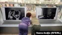 Otvaranje prodajne izložbe fotografija za decu Prihvatilšta