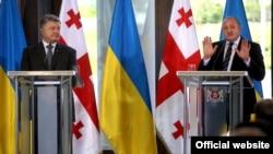 Президент України Петро Порошенко (л) і президент Грузії Георгій Маргвелашвілі (п), архівне фото