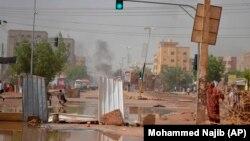 Судандын ордо шаары Хартумда эки айдан бери демонстранттар бийликти убактылуу колго алган аскердик штабдын алдында нааразылык акцияларын улантууда.