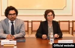 Специальный докладчик по правам людей с инвалидностью Каталина Девандас Агилар (справа). Астана, 5 сентября 2017 года.