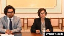 БҰҰ-ның мүгедектер құқығы жөніндегі арнайы баяндамашысы Каталина Девандас Агилар (оң жақта)