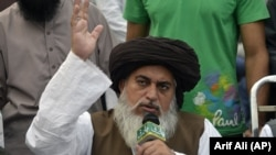 Pakistani cleric Khadim Hussain Rizvi (file photo)