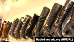 Жіноче взуття на донецькому ринку коштує дорожче