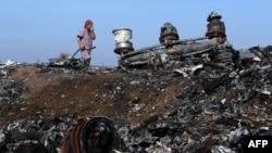 Уламки збитого малайзійського авіалайнера, селище Розсипне, 15 жовтня 2014 року