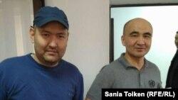 Макс Бокаєв (л) і Талгат Аян (п) під час одного з судових засідань у їхній справі в Атирау