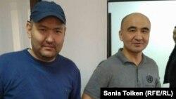 Талгат Аян (слева) и Макс Бокаев в суде. Атырау, 28 октября 2016 года.