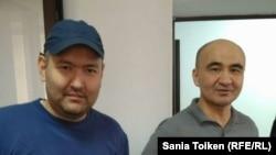 Гражданские активисты Талгат Аян (слева) и Макс Бокаев на суде по их делу. Атырау, 28 октября 2016 года.