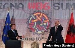 Komisioneri për Zgjerim i BE-së, Oliver Varhelyi dhe kryeministri i Shqipërisë, Edi Rama. Tiranë, 10 qershor, 2021.