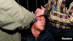 Экс-глава МВД Украины Юрий Луценко, избитый во время столкновений в Киеве ночь на 11 января