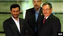محمود احمدی نژاد، رییس جمهوری اسلامی ایران و رائول کاسترو، رهبر موقت و وزیر دفاع کوبا