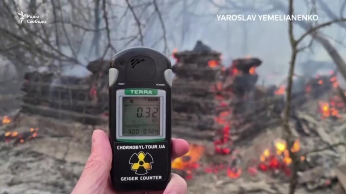 Лесной пожар в Чернобыльской зоне продолжается третьи сутки – видео