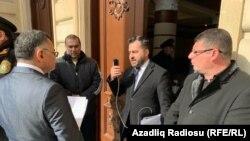 Deputatlığa namizədlərdən Bəxtiyar Hacıyev MSK nümayəndəsinə suallar verir, 15 fevral 2020