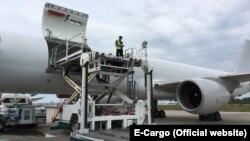 За даними агентства Bloomberg, російський літак авіакомпанії E-Cargo дійсно буде брати участь у перевезеннях